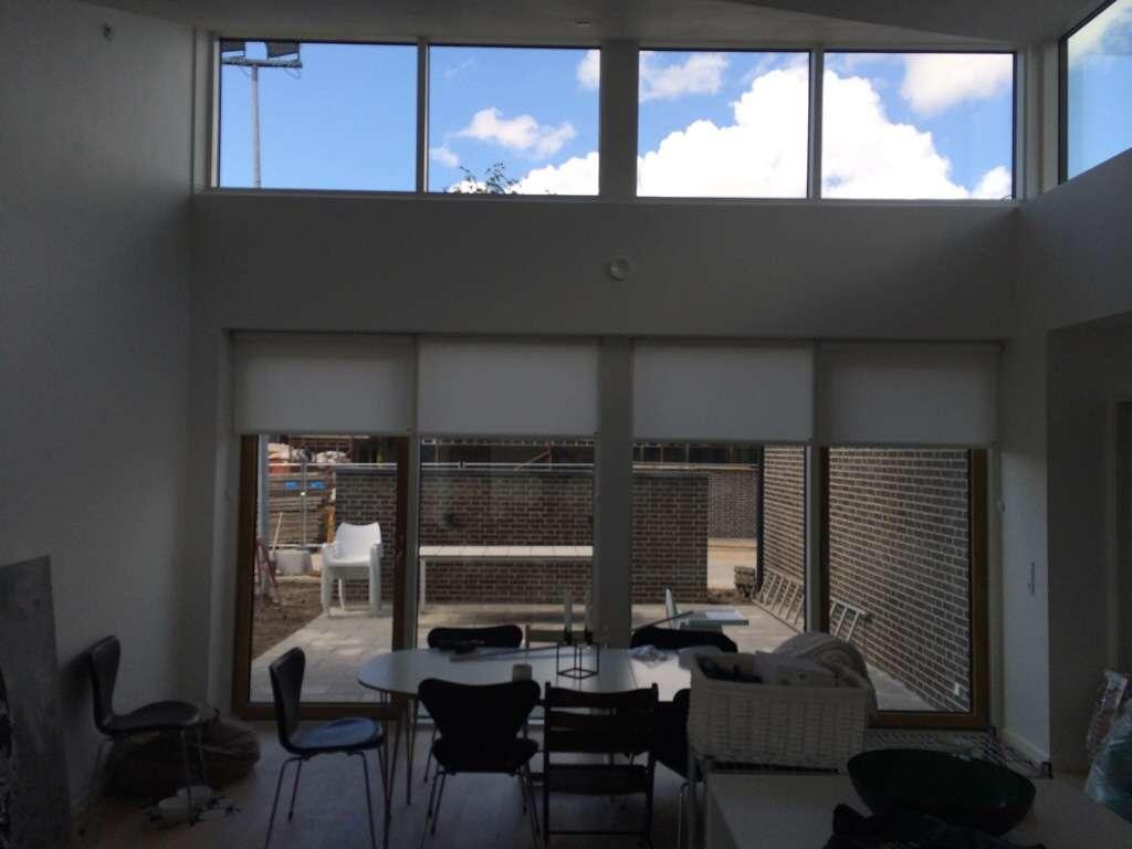 Rullegardiner til høje vinduer
